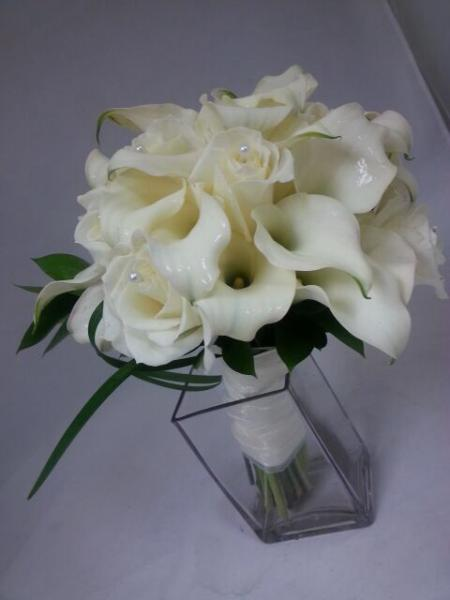 [Image: creamy calas and fragrant white roses combined to make a stunning bouquet]